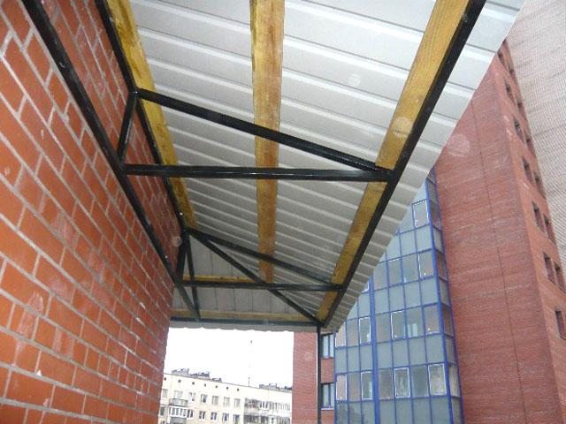 Фото - Из чего сделать крышу балкона?
