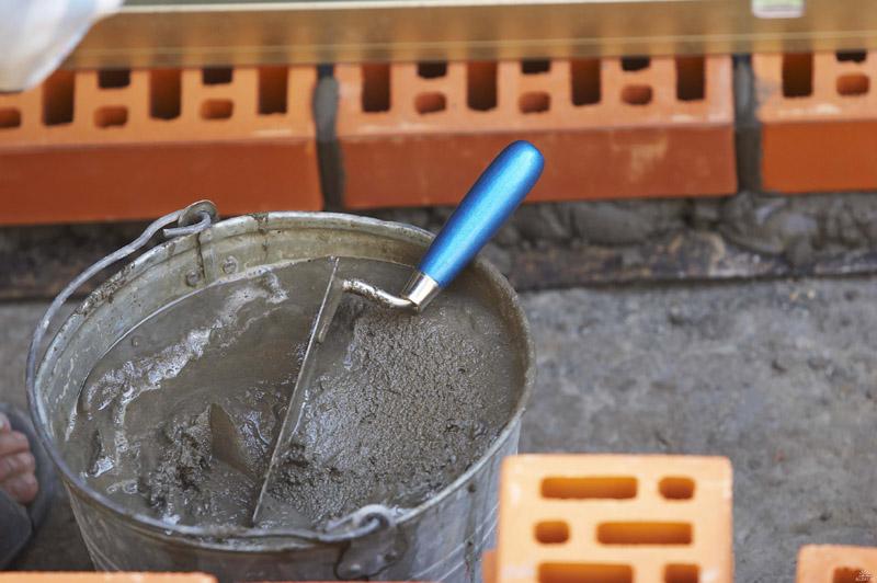 Фото - Какова роль песка при кладке кирпича
